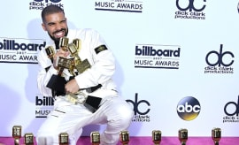 Drake poses at the 2017 Billboard Music Awards
