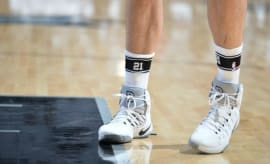 "San Antonio Spurs honor Tim Duncan with ""21"" socks"