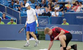 ball boy dries tennis court