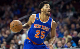Derrick Rose runs the point against the 76ers.