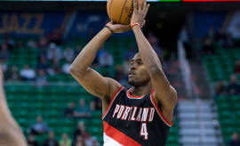 Maurice Harkless takes a shot during a preseason game.