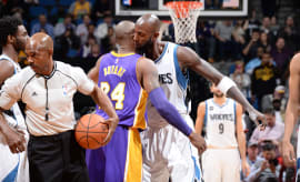 Kevin Garnett and Kobe Bryant embraces at midcourt