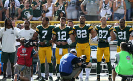 Aaron Rodgers links arms during anthem