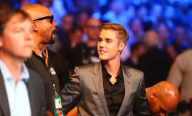 Justin Bieber attends fight between Floyd Mayweather Jr. and Manny Pacquiao.