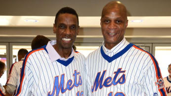 Doc Gooden and Darryl Strawberry pose for a photo during a reunion for the 1986 Mets.