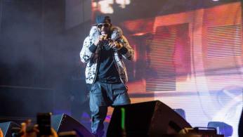 R. Kelly performing.