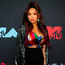 "Nicole ""Snookie"" Polizzi attends the 2019 MTV Video Music Awards"