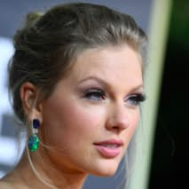 Taylor Swift arrives for the 77th annual Golden Globe Awards