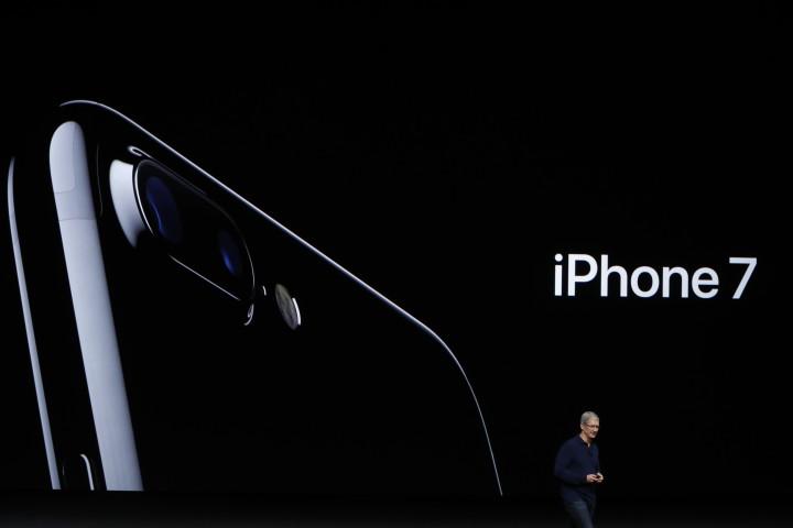 Tim Cook iPhone 7