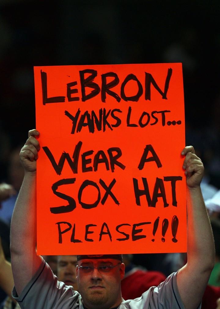 LeBron Sign Yankees Hat Sox Hat 2007