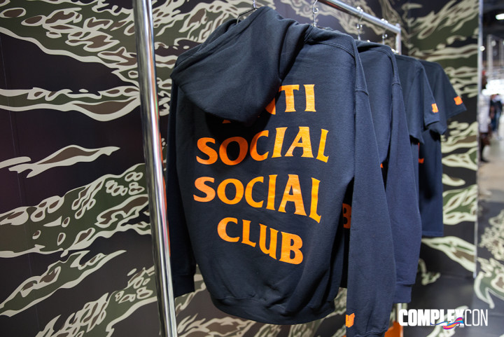 premium selection 38935 964a2 The 5 Rarest Drops From ComplexCon 2016—And How Much They're Worth ...
