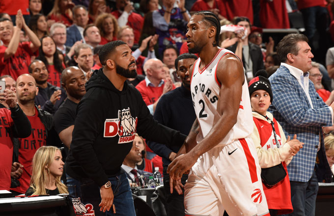 Drake encourages Kawhi Leonard during the 2019 ECF.