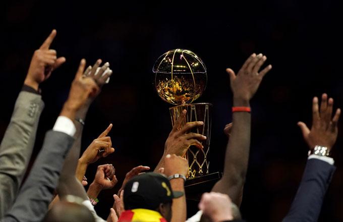 The Raptors hoist the Larry O'Brien Trophy.