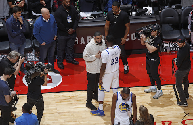 Draymond Green and Drake talk after the game.