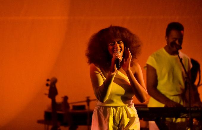 Solange Knowles performing.