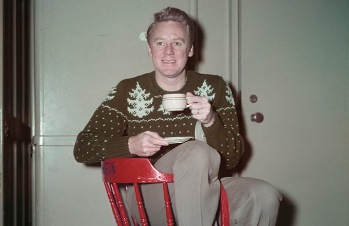09ab27e3485 American actor Van Johnson (1916 - 2008) wearing a Christmas sweater, circa  1950