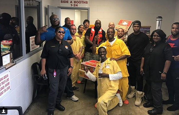 Trae Tha Truth poses with inmates and staff at a Texas jail.