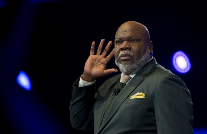 T D  Jakes Roasted for Choice of Preaching Attire | Complex