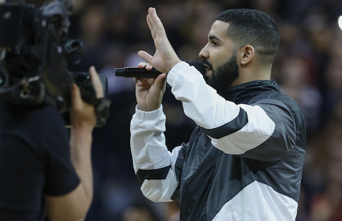Drake addresses the crowd. Toronto Raptors vs Houston Rockets.