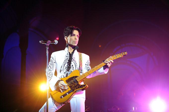 Prince performs in Paris