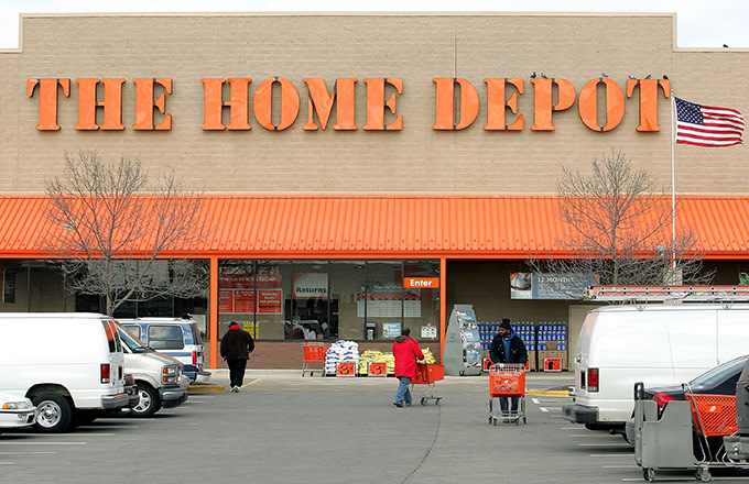 2 Police Officers and 1 Employee Shot Outside Dallas Home Depot