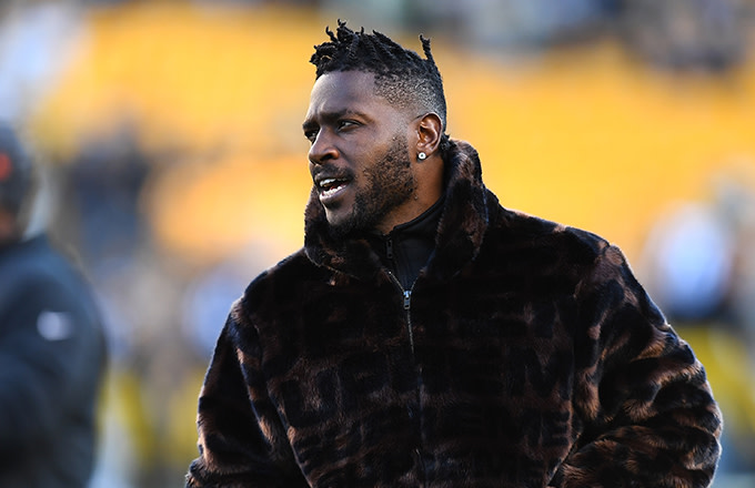 03b31b85 Antonio Brown Will Reportedly Not Play If He Can't Wear Old Helmet ...