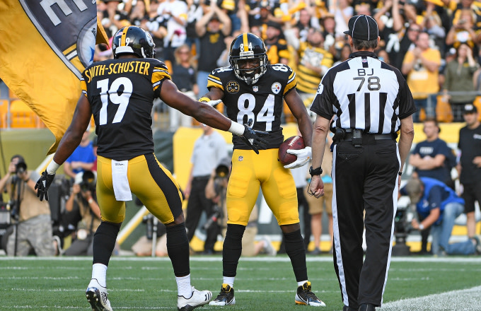 Antonio Brown celebrates reception with JuJu Smith-Schuster