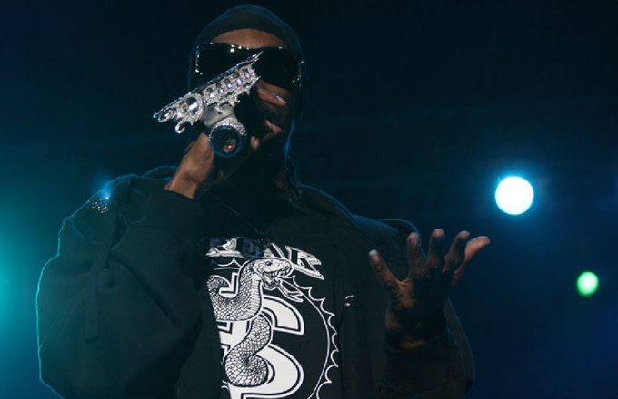 This is Snoop Dogg rapping.