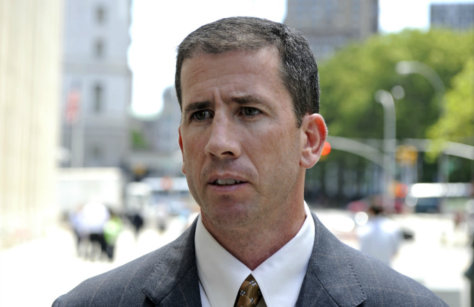Former NBA referee Tim Donaghy walking to Federal Court
