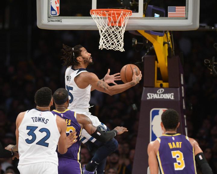 Derrick Rose Layup Wolves Lakers 2018