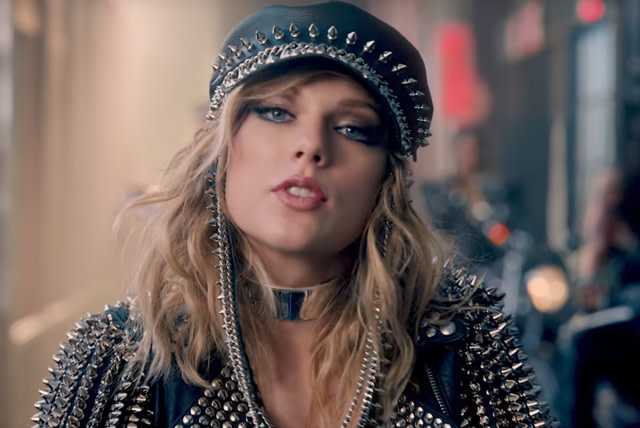 """Taylor Swift in her """"Look What You Made Me Do"""" video"""