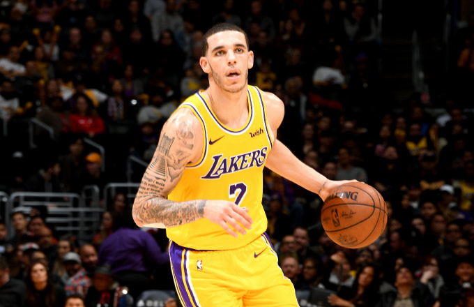 Lonzo Ball #2 of the Los Angeles Lakers handles the ball against the Chicago Bulls