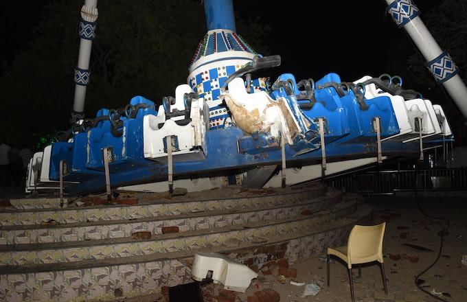 2 Dead Following Accident at Amusement Park in India | Complex
