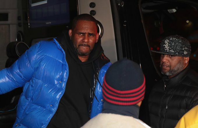 R&B singer R. Kelly arrives at the 1st District-Central police station