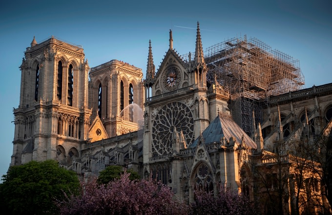 notre-dame-cathedral-construction