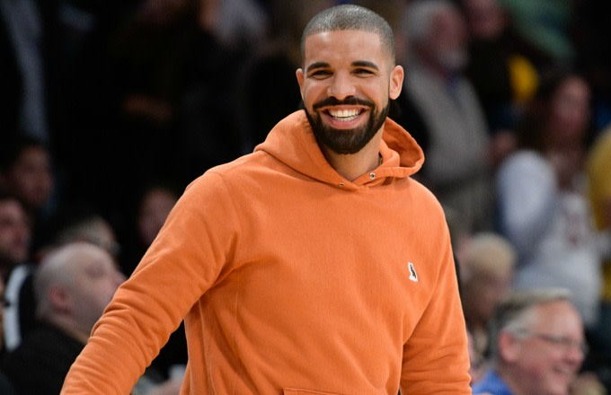 Drake smiles at a Lakers game.