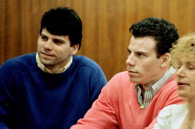 Knicks Basketball Card Shows Menendez Brothers Sitting