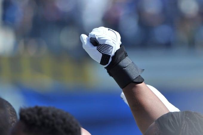 Kaepernick Will Start Over Gabbert in 49ers' Game at Bills