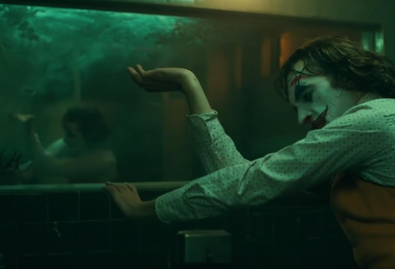 Joker Director Todd Phillips Breaks Down Joaquin Phoenix S Bathroom Dance Scene