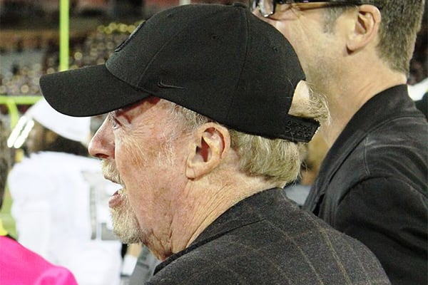 Phil Knight: CEO at Nike–1983 HBS Case Analysis