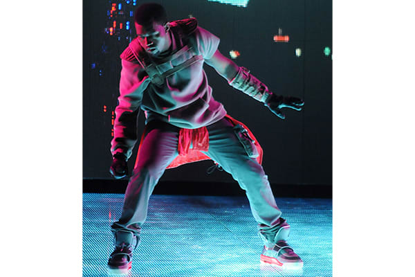 100-best-kanye-west-outfits-glow-in-the-dark-tour