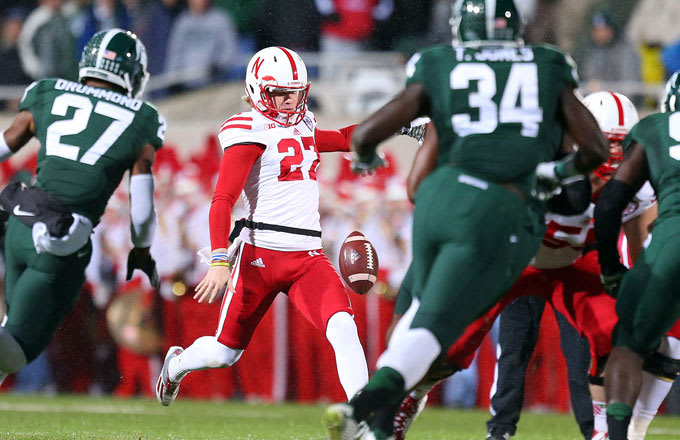 Sam Foltz punts during a 2015 game against Michigan State.