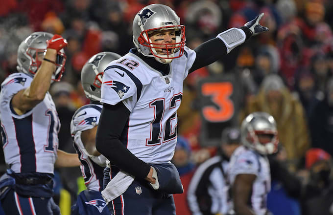 It Looks Like a Rogue Fan Shined a Laser Pointer at Tom Brady During ... c1ca99f6f
