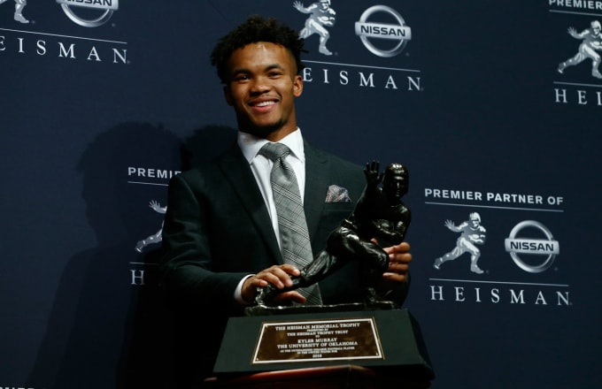Kyler Murray poses for a photo after winning the 2018 Heisman Trophy