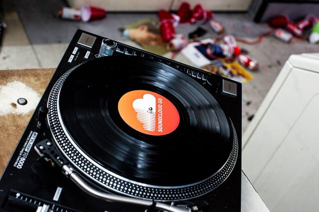 SoundCloud Go Turntable