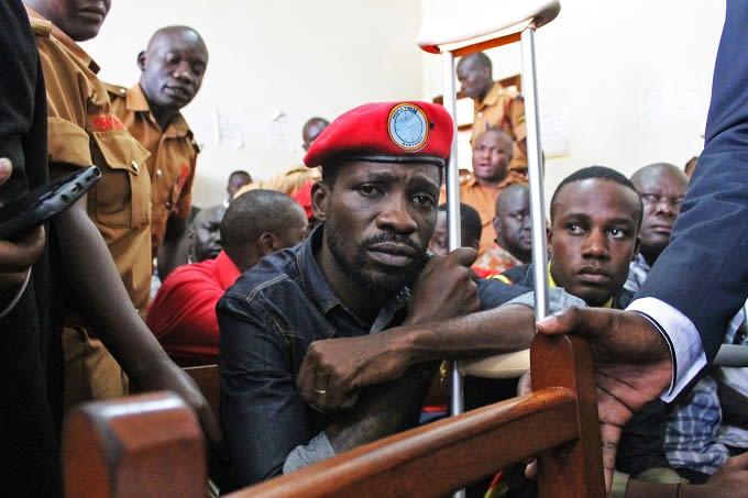 Bobi Wine amlipua Kanye West 'ameikosea sana Afrika kwa kusalimiana na Rais Museveni'