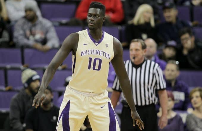 Washington forward Malik Dime slaps Colorado student heckler