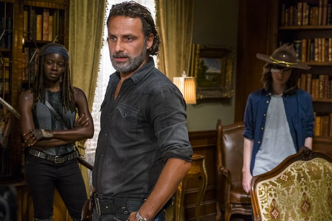 the walking dead resumes filming just days after stuntman s on set