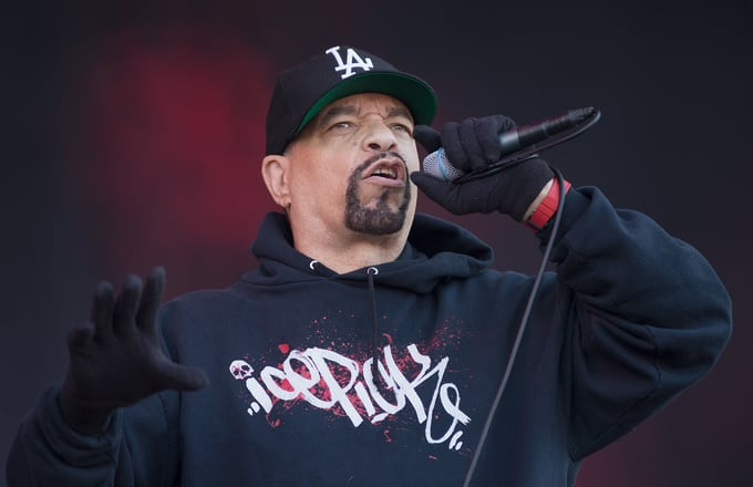 ice-t-performing-mic