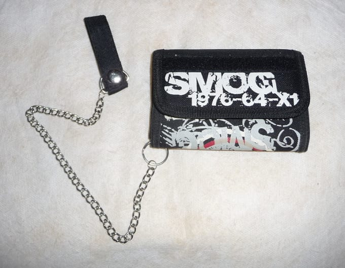 90-greatest-90s-fashion-chain-wallet